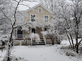 Charming Roxbury Village Home - Centrally Located near SKI RESORTS