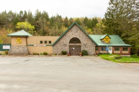 Huge Commercial Space in Parksville -