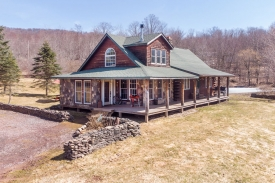Bovina Handcrafted Log Home - Spring-fed Pond!