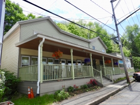 Queens Mountain Cafe / Lerner Gallery - Queens Mountain Cafe