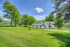 Bucolic views of pastures and mountains! - Grand Farmhouse!